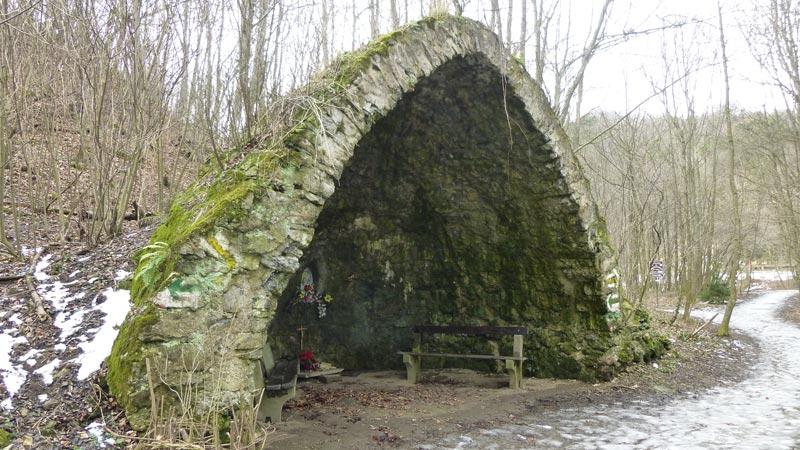 Wandern Wanderung Natur Helenental Augustinerhütte Antonsgrotte