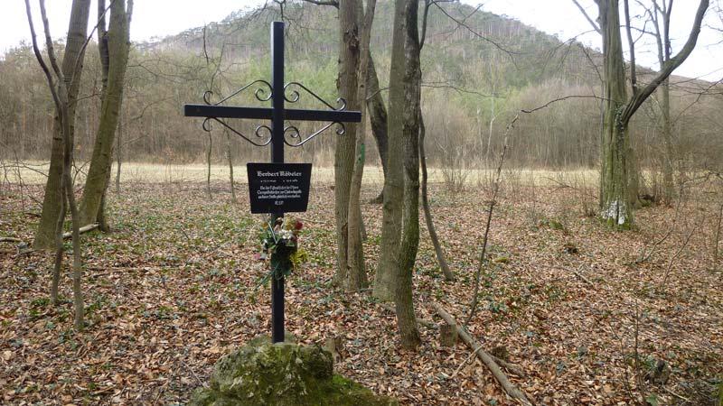 Wandern Wanderung Natur Helenental Augustinerhütte Gedenkstätte