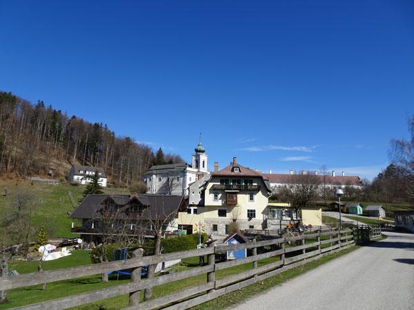 Mariahilfberg Gutenstein Wandern Wanderung Natur Wald Aussicht Schneeberg Grotte
